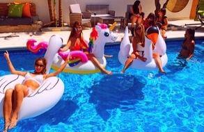 וילת דקלים – palm pool party למסיבת רווקות במרכז הארץ