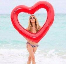 מתנפח לבריכה בצורת לב אדום